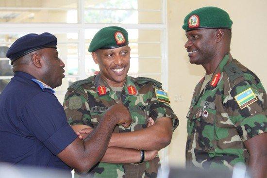 Ingabo z'u Rwanda zagoswe ku rugamba hafi y'i Kibumba dans Umutekano igp-emmanuel-gasana-gen-patrick-nyamvumba-na-brig-gen-charles-karamba-baganira