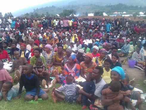 http://ikazeiwacu.unblog.fr/files/2014/01/abaturage-batunguwe-no-kumva-ko-bamwe-mu-barimu-bagira-uruhare-mu-guhungabanya-umutekano.jpg