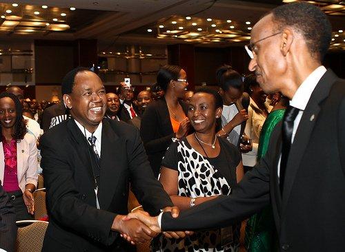 Anastase Gasana asuhuza Paul Kagame muri rwanda Day i Chicago