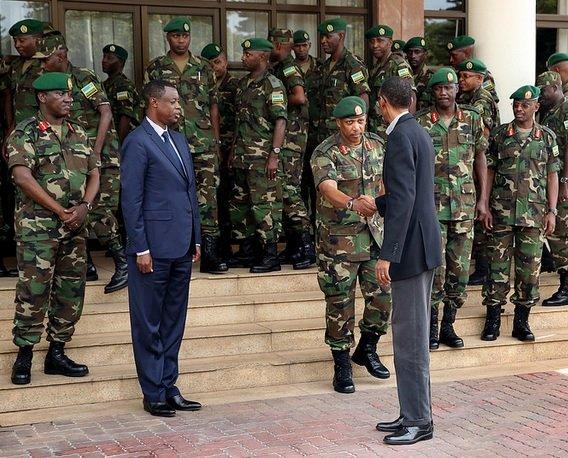 http://ikazeiwacu.unblog.fr/files/2014/01/perezida-kagame-numugaba-mukuru-wingabo-gen-nyamvumba-basezerana.jpg