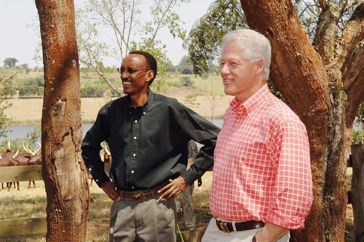 paul-kagame-bill-clinton-at-kagames-farm-in-muhazi-by-charles-onyango-obbo
